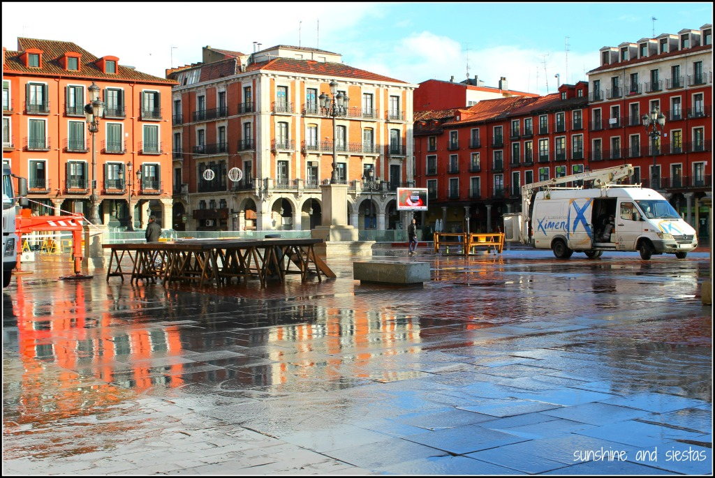 rainy in plaza mayor valladolid