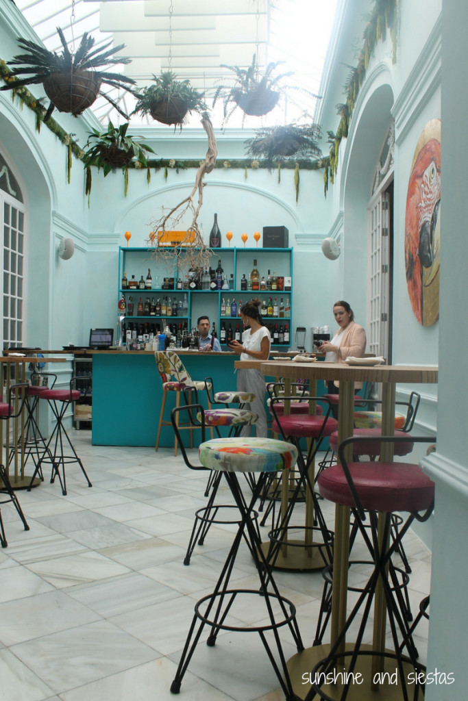 the bar at Aníbal Sevilla